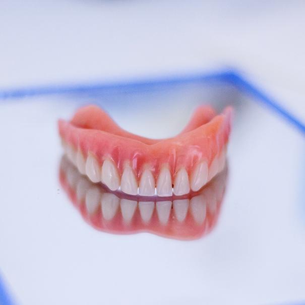 Protesi | Studio Dentistico De Luca